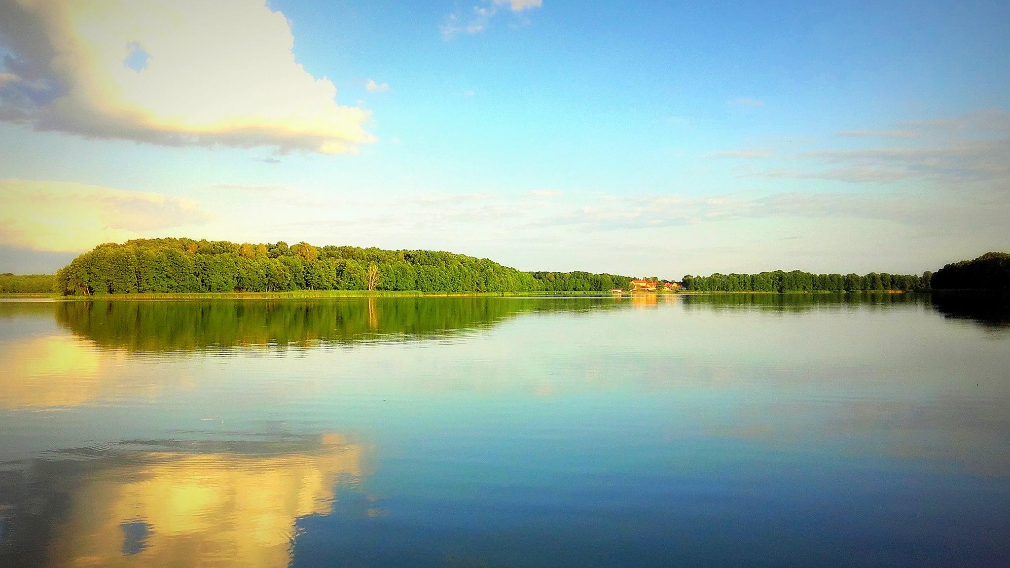 Jesionka - widok na cypel i jezioro