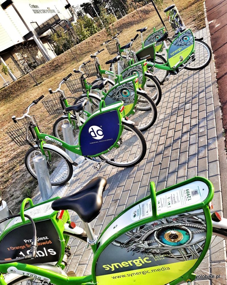 Tłumy na miejskim rowerze