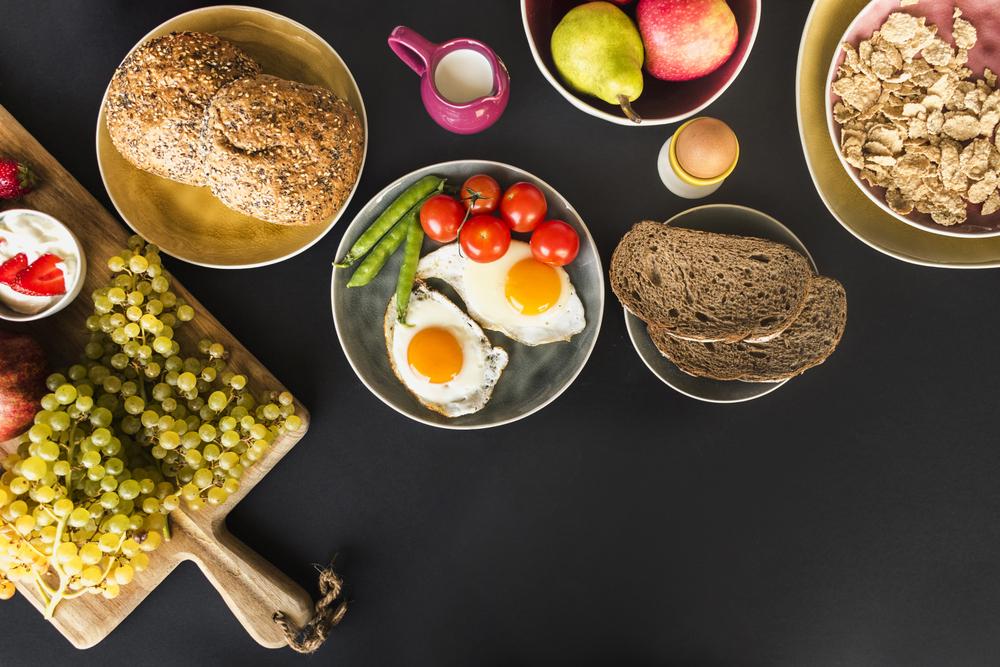 Śniadanie jajko i warzywa